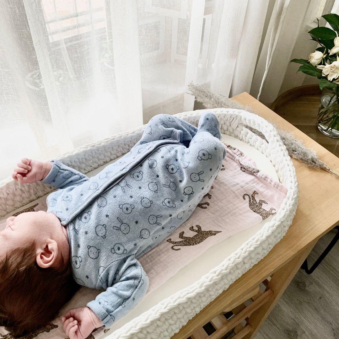 gehaakt verschoonmandje met baby - BabyRace